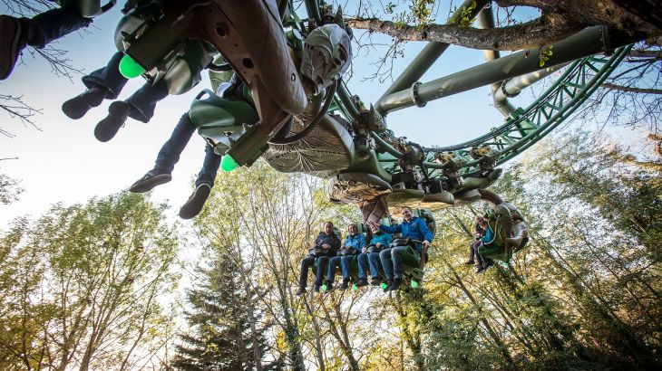 Fahrt im Inverted Powered Coaster ARTHUR